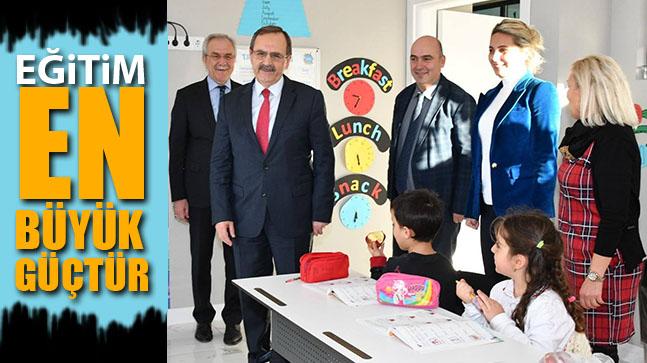 Başkan Zihni Şahin, derse girdi, minik öğrencilerle buluştu